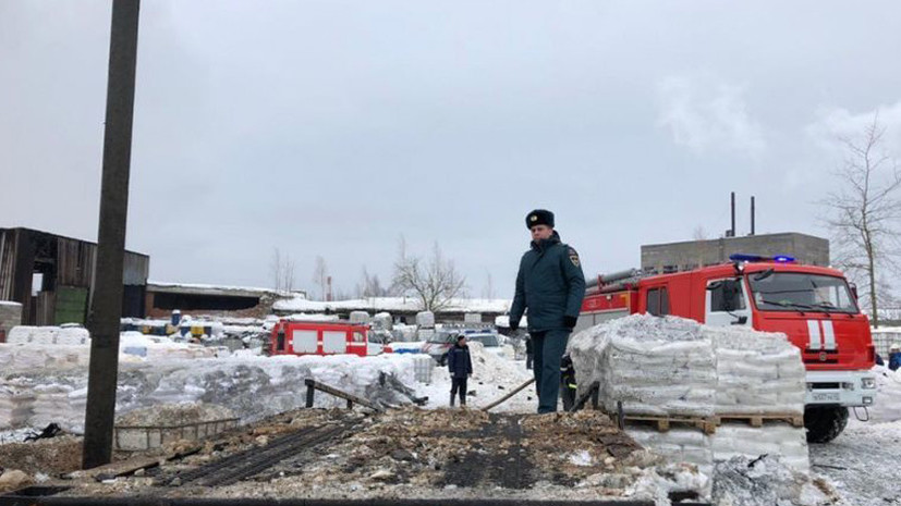 Демонтажные работы могли привести к пожару на заводе в Ленинградской области