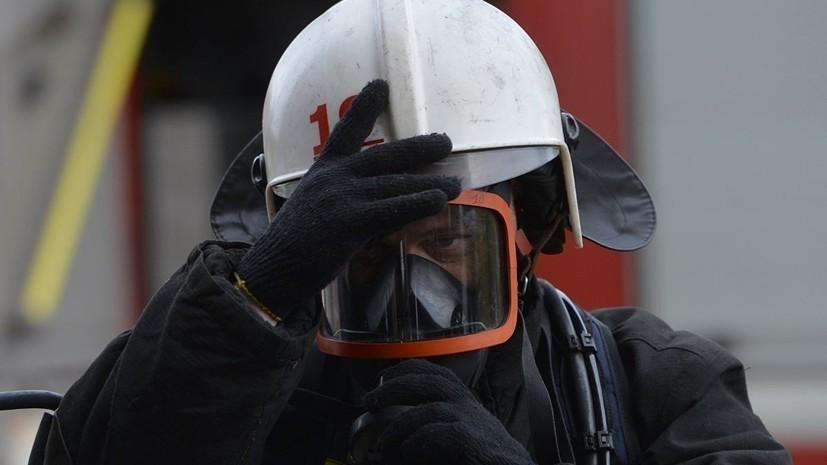 В Москве при пожаре в гаражном кооперативе погиб один человек