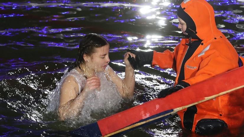 Новосибирские спасатели напомнили о технике безопасности при крещенских купаниях