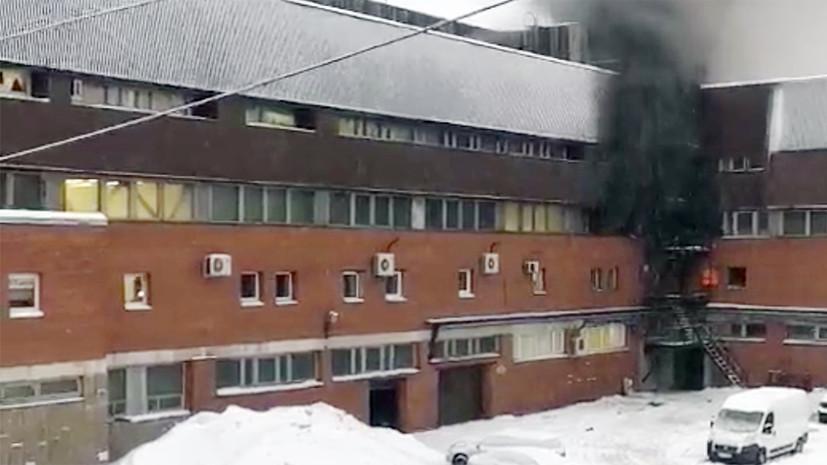 Сотрудники МЧС ликвидировали пожар в типографии в Петербурге