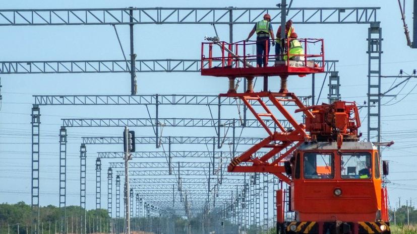 Построен первый километр железной дороги на подходе к Крымскому мосту