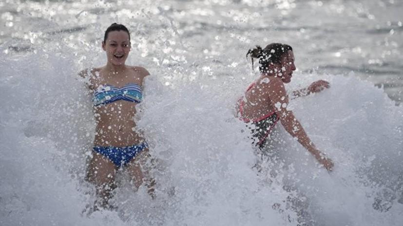 Участниками крещенских купаний в Крыму стали семь тысяч человек