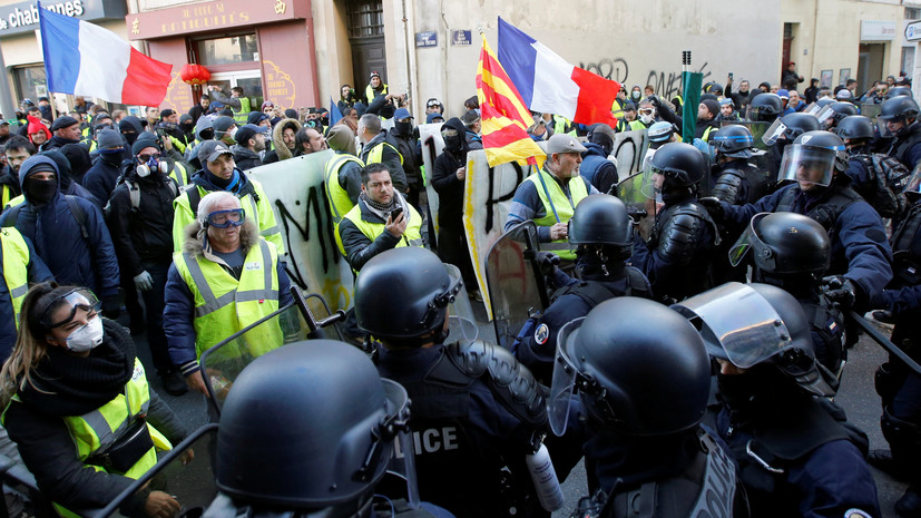 Число задержанных в ходе протестов «жёлтых жилетов» в Париже возросло до 42