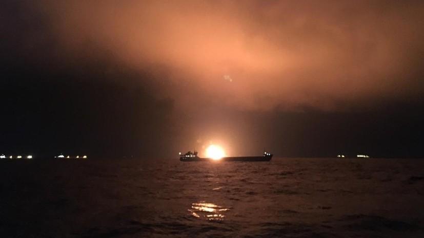 Спасатели пока не могут начать тушение пожара на судах в Чёрном море