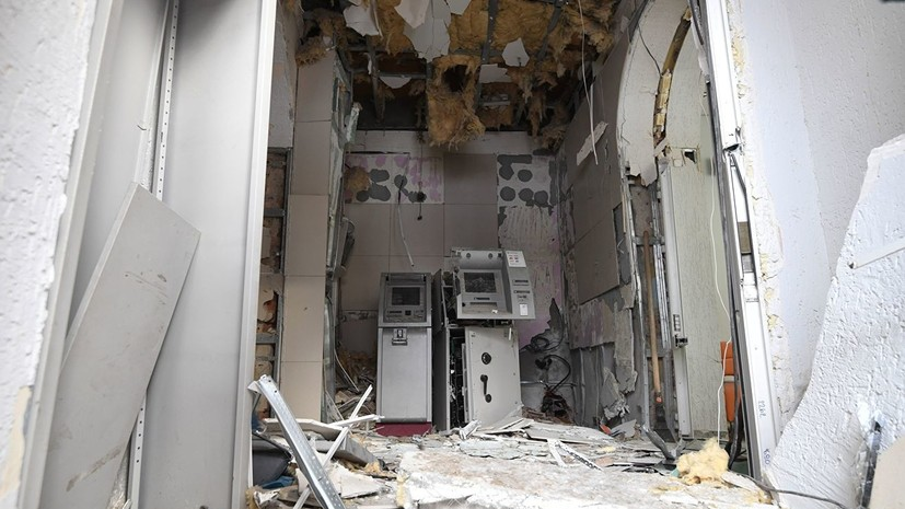 В Новосибирске неизвестные взорвали банкомат при попытке ограбления