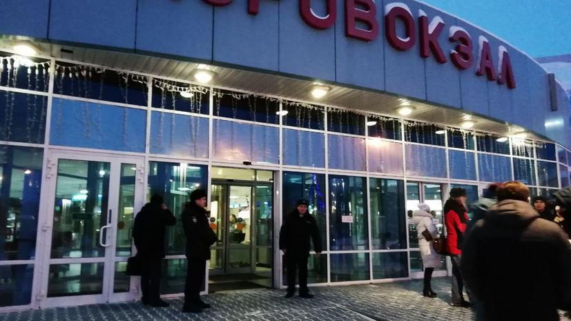 «Требовал изменить курс следования»: пассажир попытался захватить самолёт Сургут — Москва