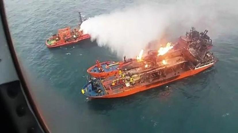 СМИ: Горевший в Чёрном море танкер не мог зайти в порт из-за санкций