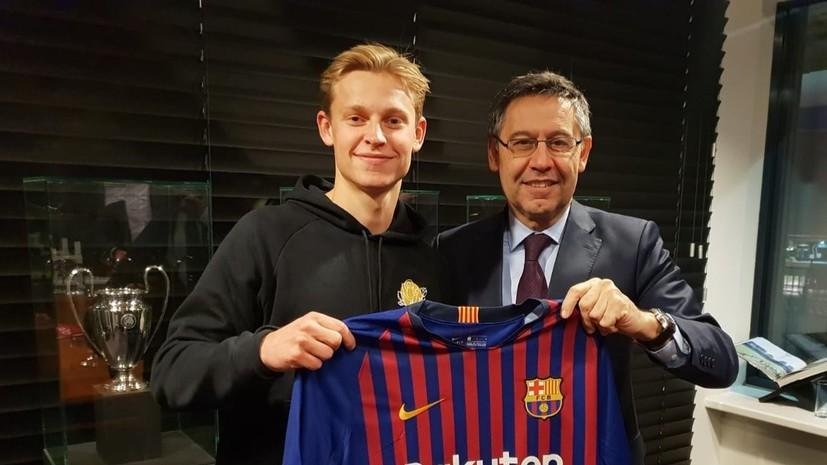 «Барселона» объявила о трансфере 21-летнего футболиста «Аякса»