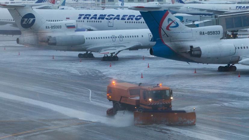 Почти 50 рейсов отменили и задержали в аэропортах Москвы