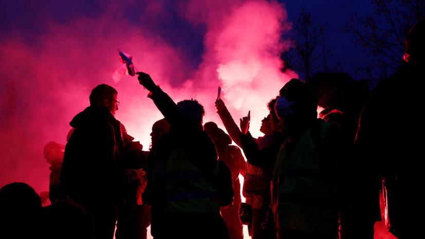 Полиция применила слезоточивый газ против демонстрантов в Париже