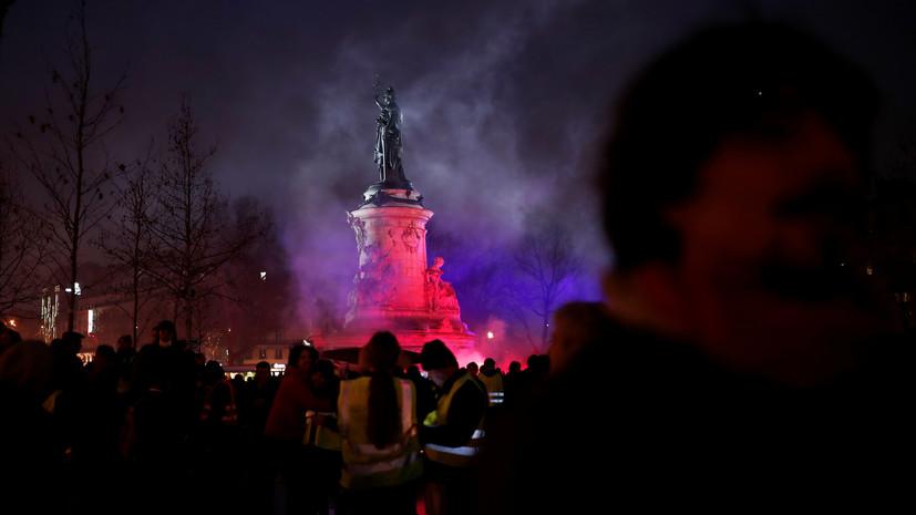 Протесты в свете фонарей: «жёлтые жилеты» впервые вышли на ночную демонстрацию