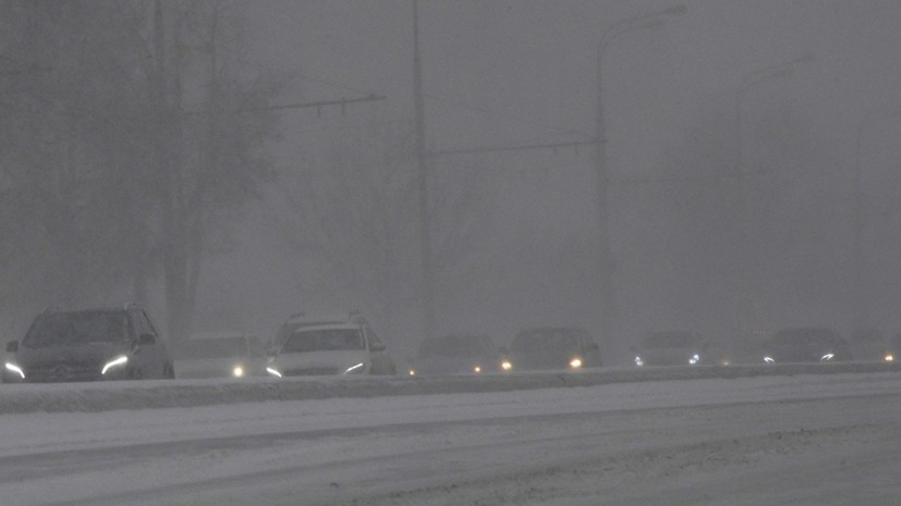 ГИБДД призвала водителей отказаться от поездок на большие расстояния из-за метели в Кировской области