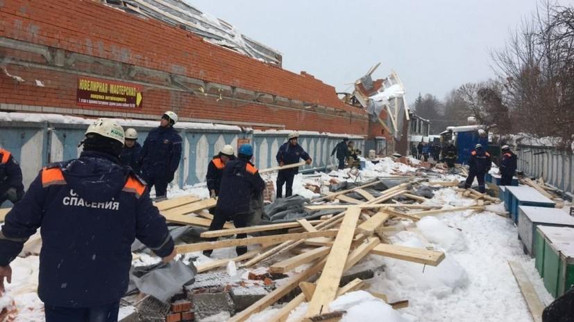 В Брянске обрушилась часть наружной стены строящегося здания