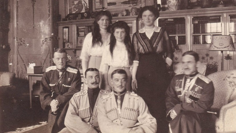 В Ессентуках обнаружили тайник с редкими фото царской семьи