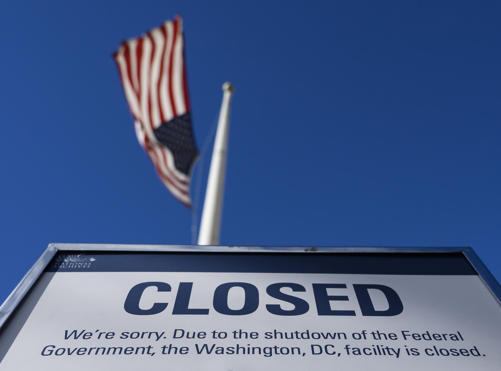 Объявление о закрытии федерального учреждения здания в связи с шатдауном                     AFP