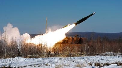 Пуск ракеты из установки зенитного ракетного комплекса «Бук»