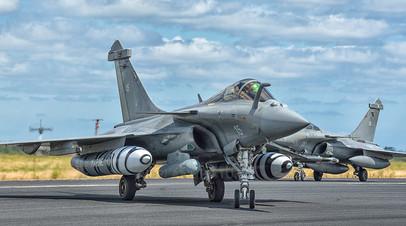 Истребители Dassault Rafale готовятся к взлёту
