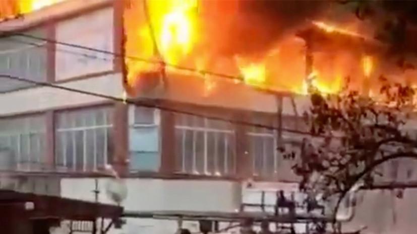 При пожаре в Кизляре сгорели два ТЦ