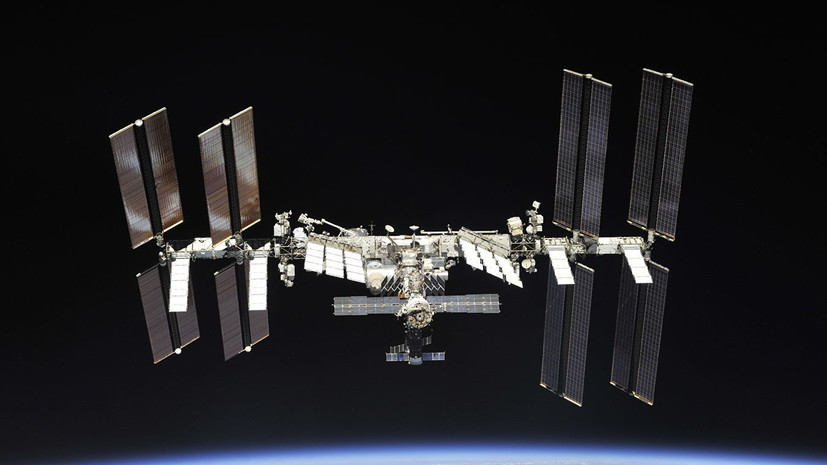 Экипаж МКС запустил со станции пять малых спутников