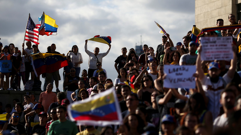 В Кремле считают ситуацию в Венесуэле прямым вмешательством