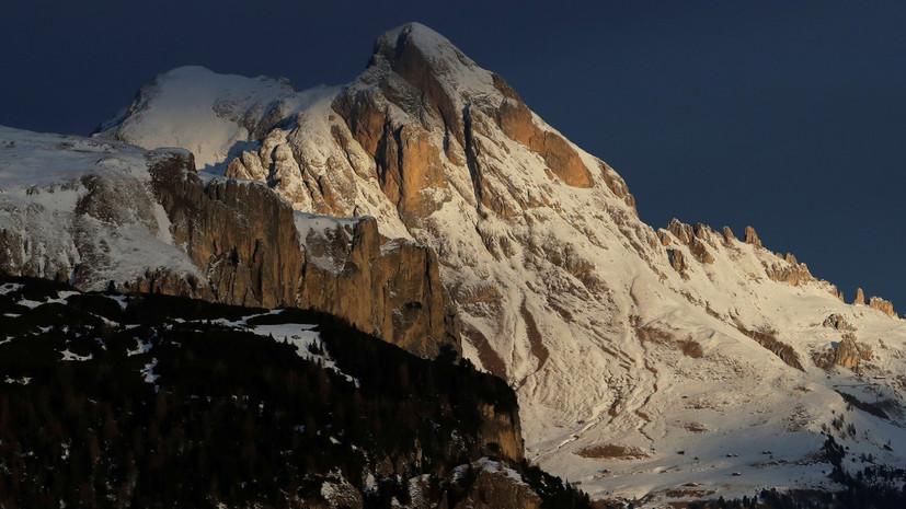 В Италии в результате схода лавин погибли не менее пяти человек