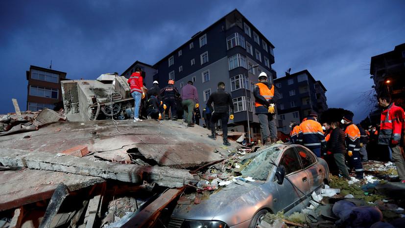 В сети опубликовано видео обрушения здания в Стамбуле