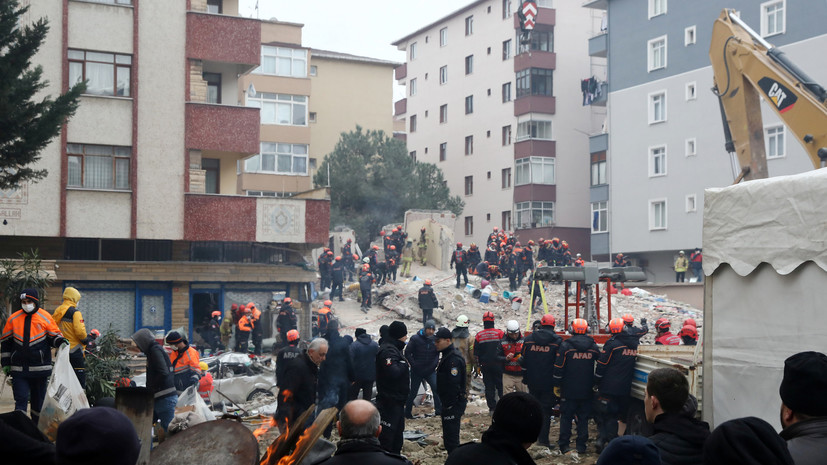 Число жертв обрушения многоэтажного дома в Стамбуле возросло до 11