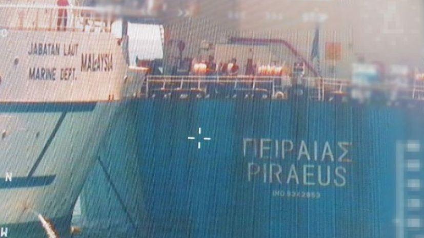 У берегов Сингапура столкнулись корабль и сухогруз