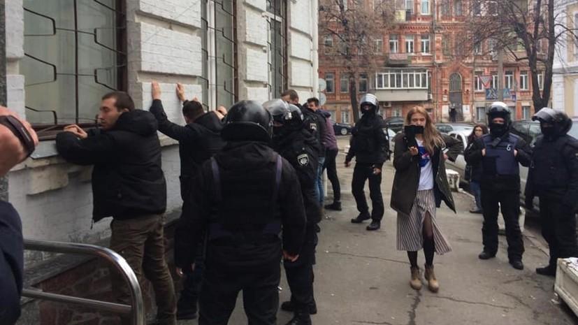 В Киеве около 40 человек попытались штурмовать управление полиции