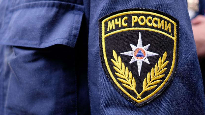 В Омске обрушилась кровля горящего ангара с техникой