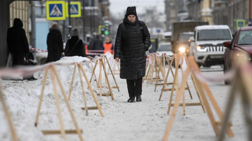 Власти Петербурга отменили особый регламент уборки снега