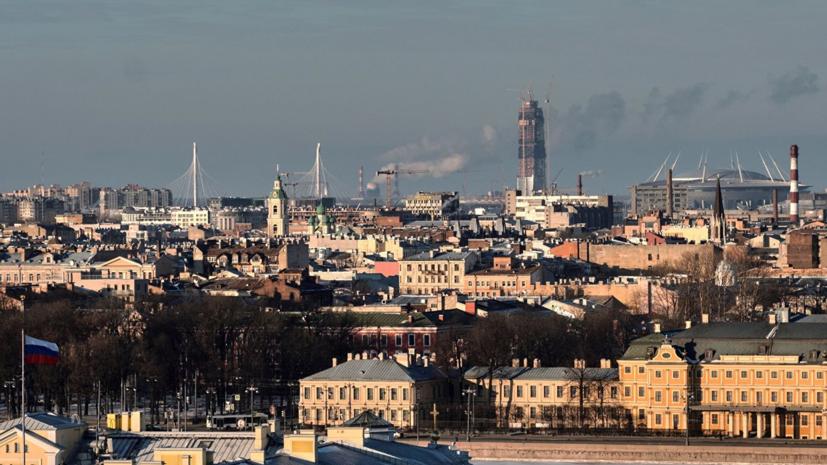 Власти Петербурга заявили о примерно 100 пострадавших от гололёда и наледи за неделю