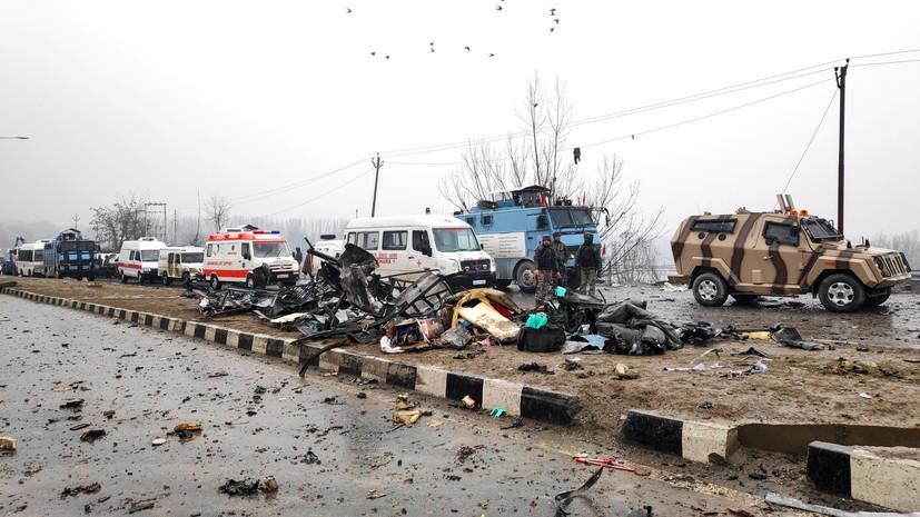 В Индии при взрыве погибли около 40 полицейских