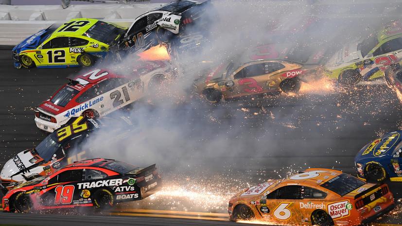 Yarış zamanı 18 avtomobil toqquşdu -