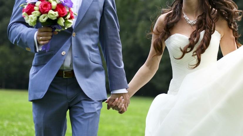 В России за пять лет стали реже заключать браки