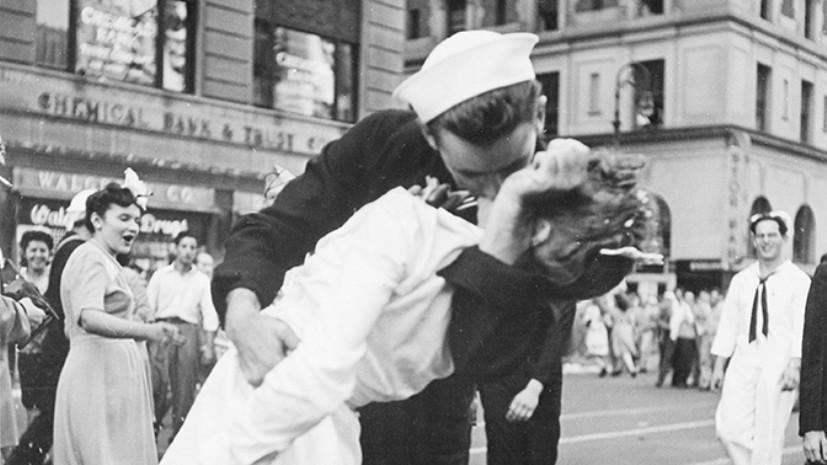 В США умер моряк с фотографии военных лет «Поцелуй»