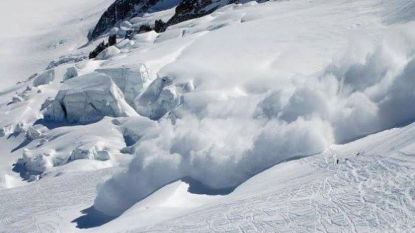 СМИ: Более 10 человек попали под лавину на курорте в Швейцарии