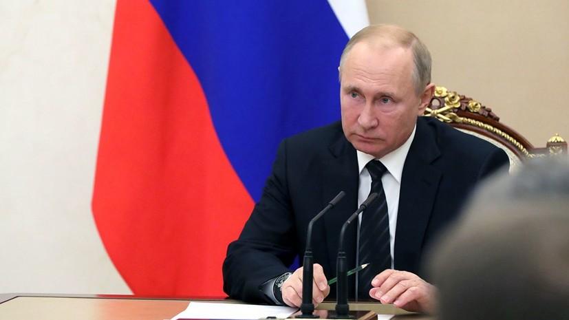 Путин поручил подготовить меры поддержки известной молодежной музыки