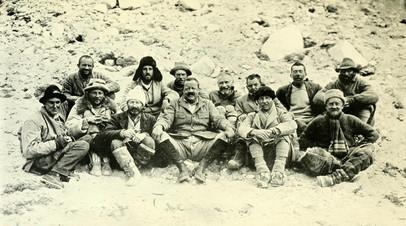 Участники Британской экспедиции на Джомолунгму 1922 года в базовом лагере