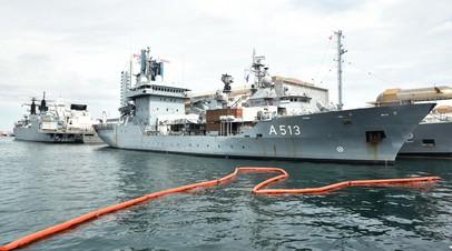 Группа кораблей НАТО, состоящая из фрегатов ВМС четырех стран альянса, в порту Одессы