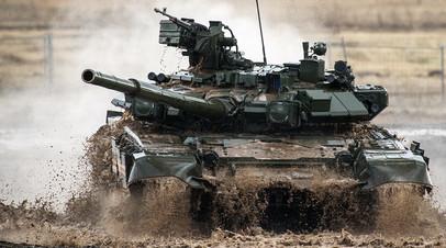 Танк Т-90 на полигоне