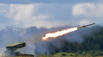 Боевая машина РСЗО «Торнадо-Г» ведет стрельбу в ходе демонстрационной программы в сухопутном кластере в рамках IV Международного военно-технического форума «Армия-2018» в Кубинке