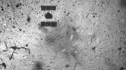 Тень Hayabusa2 и загадочное тёмное пятно на поверхности астероида