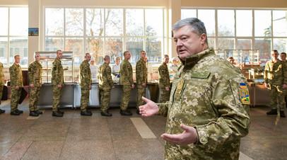 Пётр Порошенко с солдатами