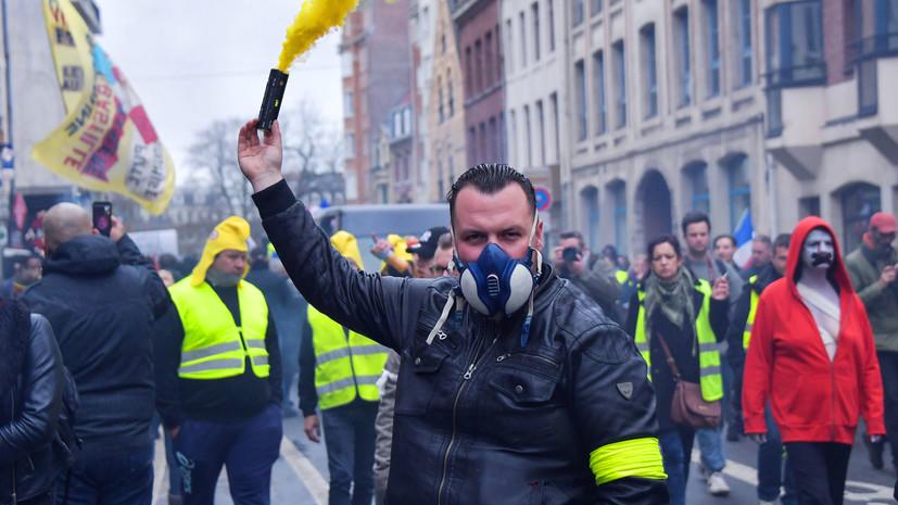 «Теперь полицейские избивают депутата»: как во Франции прошла 16-я акция протестов «жёлтых жилетов»