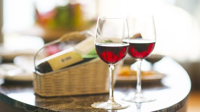 Названы регионы — лидеры в России по потреблению вина