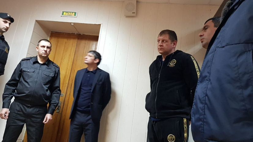 СМИ: Александр Емельяненко подал прошение в суд о замене ареста денежным штрафом