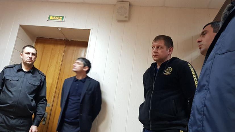 Суд оставил Емельяненко под арестом по делу о неповиновении полиции