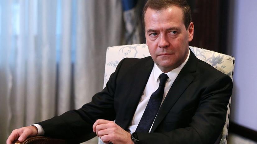 Медведев поручил главе Минприроды проверить строительство завода на Байкале