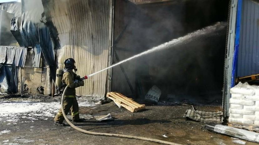 В Омске потушили пожар на заводе